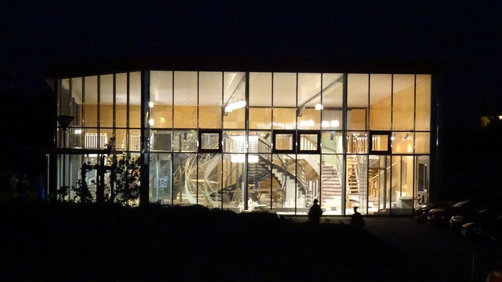 Ausstellungshalle_dunkel